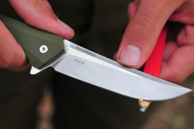 nôž Ruike Hussar P121